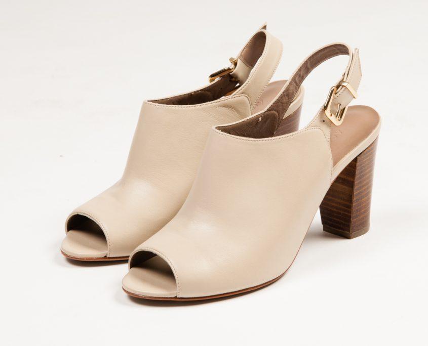 En color beig, disponibles en S.S de los Reyes The Style Outlets
