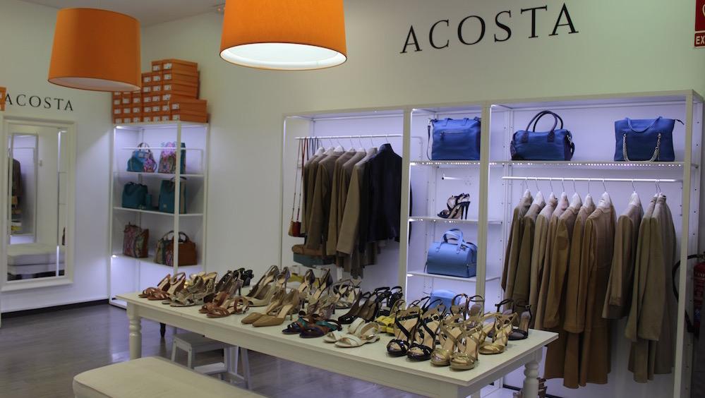 Variedad de producto, siempre con descuento de hasta el 70% en Acosta. S.S. de los Reyes The Style Outlets.