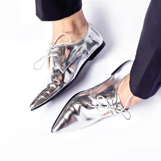 negro y metal_zapatos