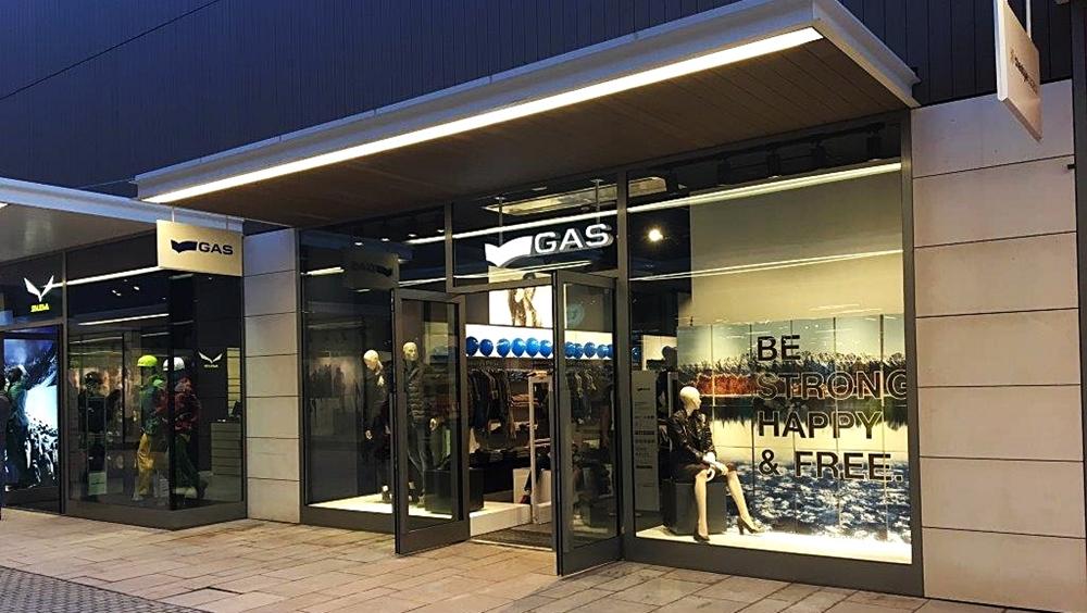 escaparate tienda gas