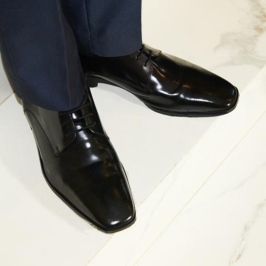 zapatos negros de traje