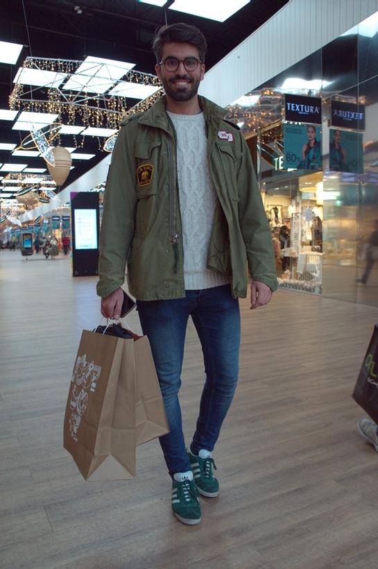 Gente con style_madrid_chico cazadora verde