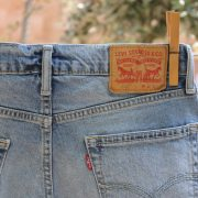 jeans levis tendedero