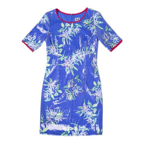 vestido azul con estampado floral