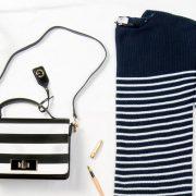 bolso y jersey de rayas