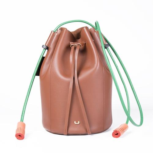 mochila saco marrón