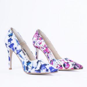 zapatos de flores rosa y azul