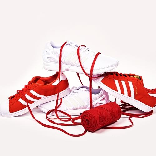 bodegón zapatillas adidas con cordones