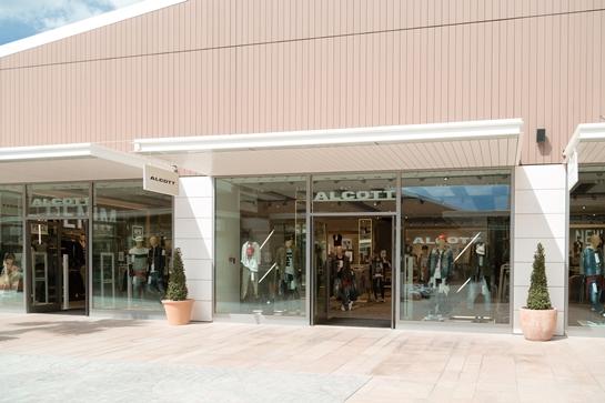 fachada alcott viladecans