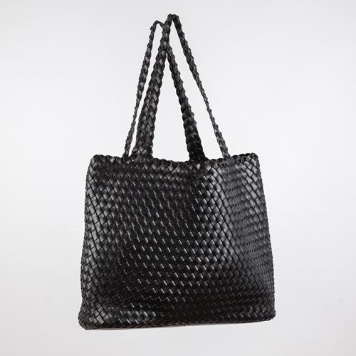 bolso trenzado negro