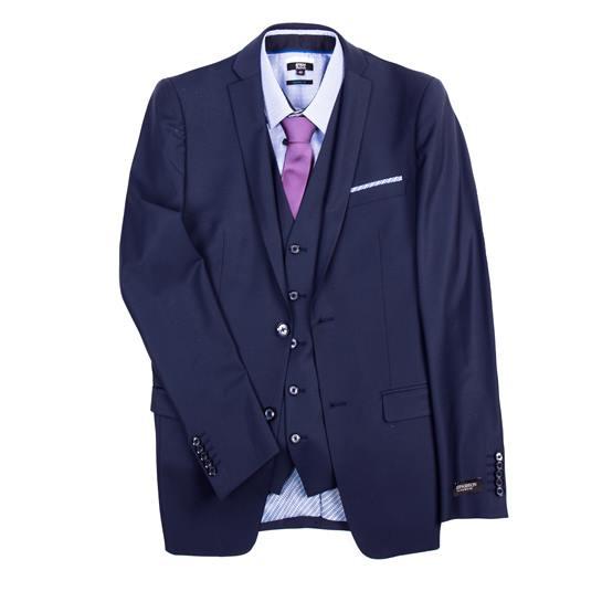 traje de chaqueta con corbata rosa