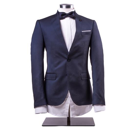 traje de chaqueta con pajarita