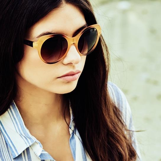 gafas de sol montura camel y negra