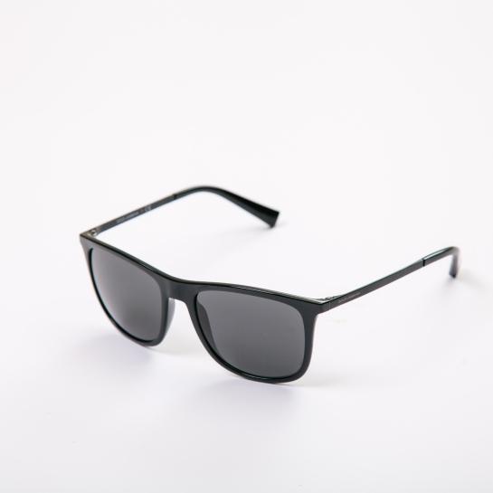 gafas negras sunglass hut