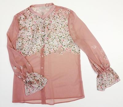 blusa rosa de flores