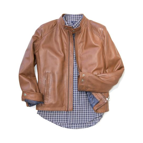 chaqueta cuero marrón con camisa
