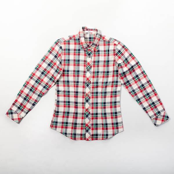 camisa de cuadros roja y azul