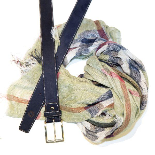 Pañuelo verde con estampado y cinturon oscuro FORECAST