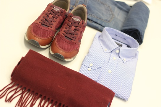 look gant camisa y sneakers