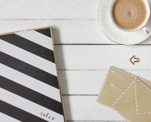 foto cafe libreta y cartas