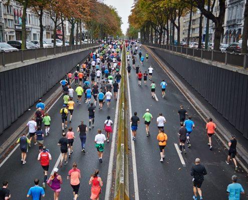 Portada Runners corriendo por la calle