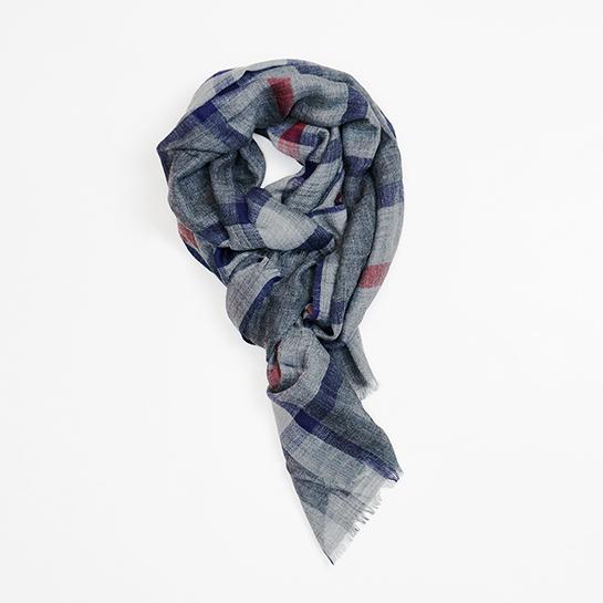 Foulard precio original: 59,00€ / Precio outlet: 29,00€