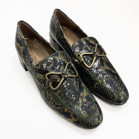 zapato pitón bosque