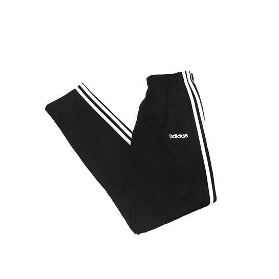 Pantalón tipo chandal de Adidas para look de montaña