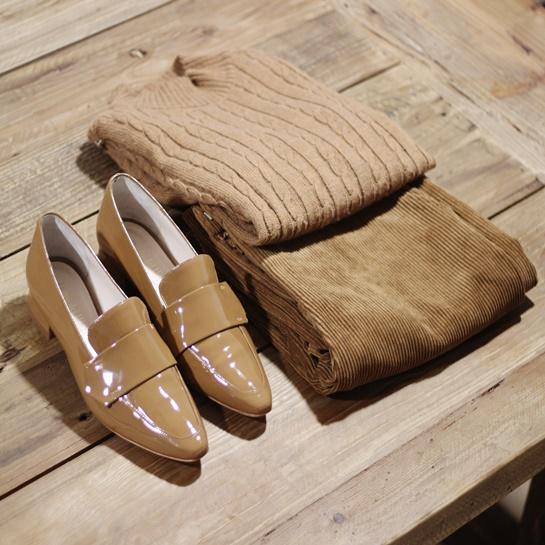 Calzado sra - PO 40,00€ Pantalón pana - PO 49,99€ Jersey pico 17,99€ - Fifty Outlets3