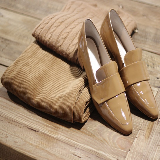 Calzado sra - PO 40,00€ Pantalón pana - PO 49,99€ Jersey pico PO 17,99€ Fifty Outlets 2